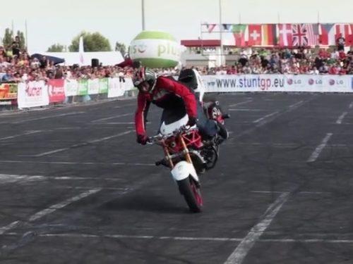 Video DvdiV – Sport , una Stupenda Esibizione / Stunt con la Moto