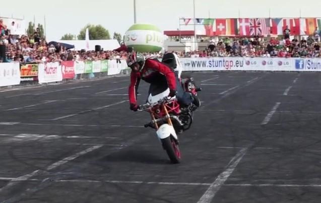 Sport, Eccoti una Esibizione con Moto da Corsa