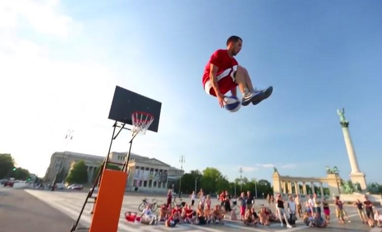 Sport , Esibizioni Acrobatiche di Basket stile Slam Dunk