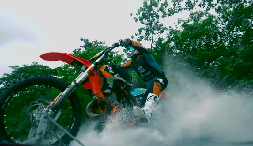 Technology , Sbalorditivo Robbie Maddison's Pipe Dream