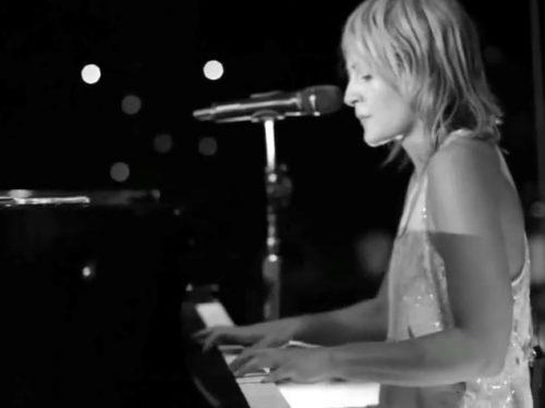 "Video DvdiV – VideoClip ,  l' Adrenalinica  "" All Yours "" in Live dei Metric"