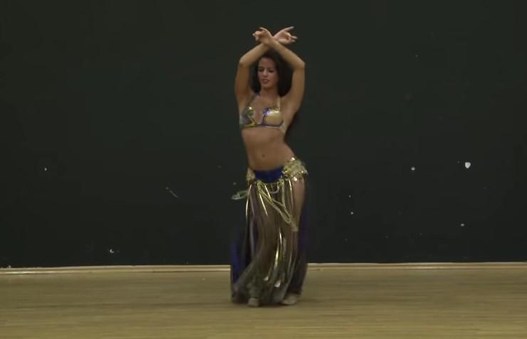 Spettacolare , vediamo una Stupenda Danza del Ventre