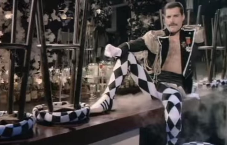 VideoClip , della Grande Living On My Own di Freddie Mercury
