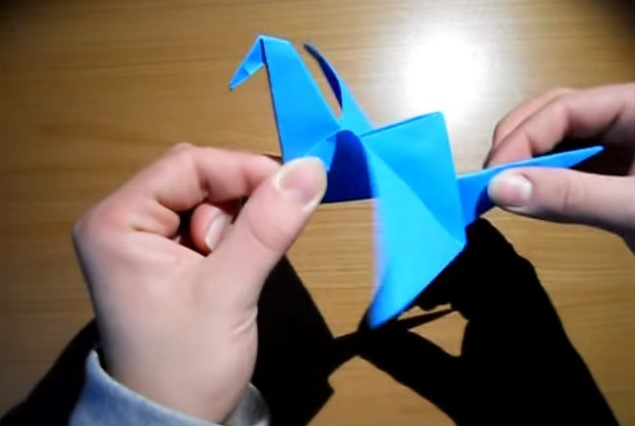 Funny , Arte dell' Origami Tutorial Bird che Vola