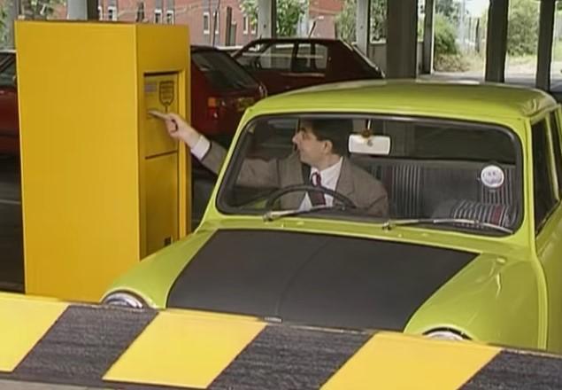 Funny , Gag in Car Park Chaos con Mr. Bean