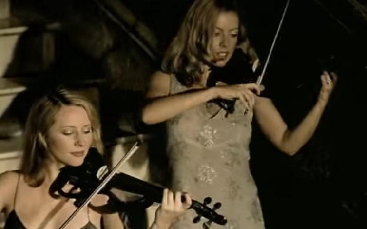 VideoClip , Esibizione Victory delle Fantastiche Bond