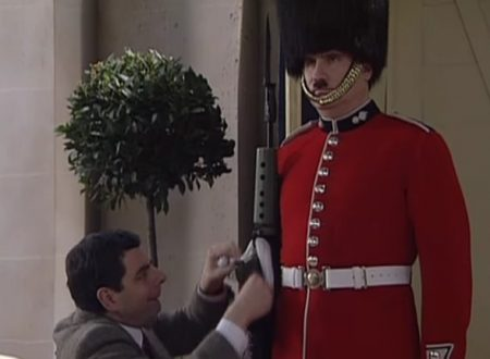 "Video  DvdiV –  Funny ,  Gag  in  "" Guard Picture ""  con  Mr. Bean"