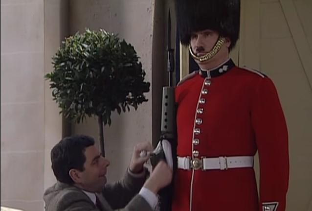 Funny , Gag in Guard Picture con Mr. Bean