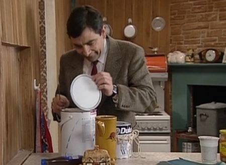 "Video  DvdiV –  Funny ,  Gag  in  "" Painting his House ""  con  Mr. Bean"