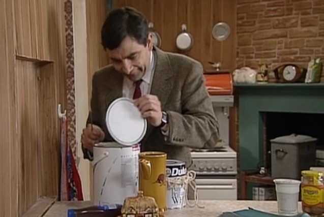 Funny , Gag in Painting his House con Mr. Bean