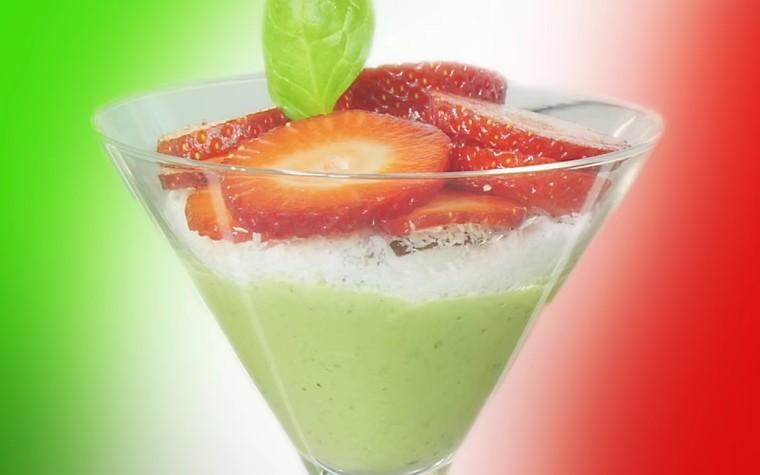 Ricetta Vegan , per Preparare una Zuppa di Avocado, Fragole e Yogurt