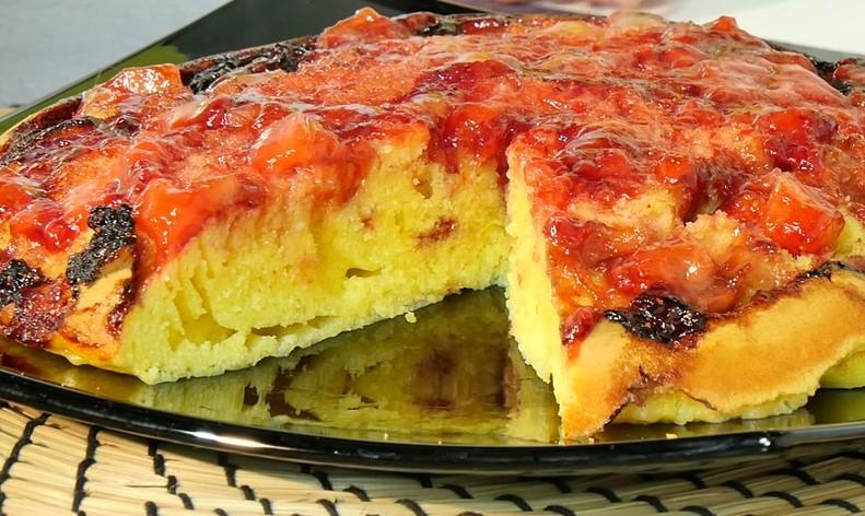 Ricetta , per Preparare una Torta di Fragole Rovesciata in Padella
