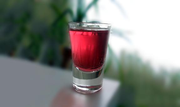Cocktail , Arte nel Preparare un Fantastico Purple Hooter Shot