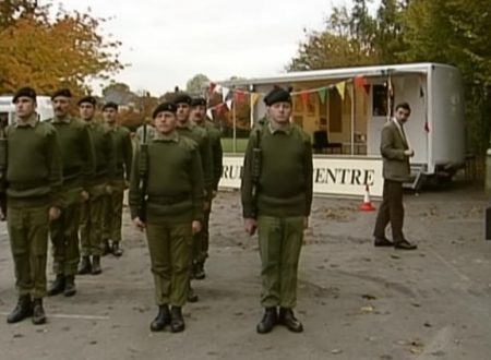 "Video  DvdiV –  Funny ,  Gag  in  "" Army Cadets ""  con il  Fantastico  Mr. Bean"