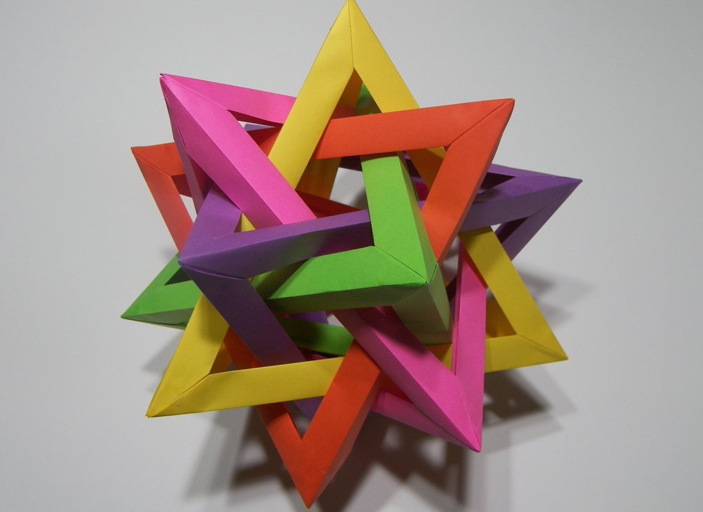 Funny , Arte dell' Origami per Creare un Five Intersecting Tetrahedra