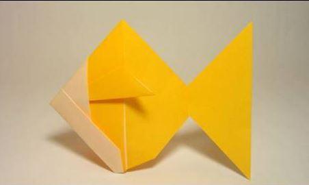 Funny , Arte dell' Origami per Creare un Brillante Goldfish