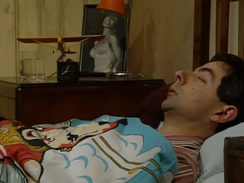 "Video  DvdiV –  Funny ,  Gag in "" Alarm clock and getting Up "" con il Fantastico  Mr. Bean"