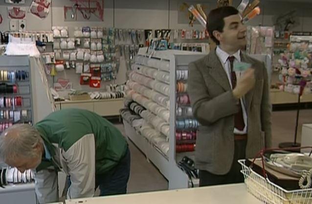funny-gag-in-credit-card-mix-up-con-il-fantastico-mr-bean