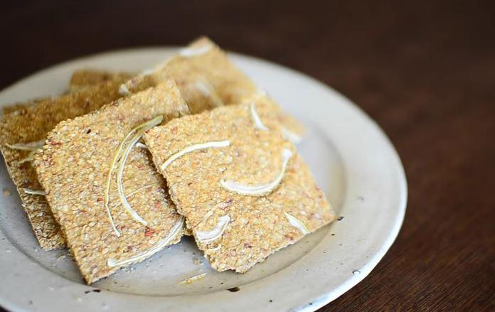 ricetta-vegan-per-preparare-un-croccante-pane-e-cipolla-senza-olio